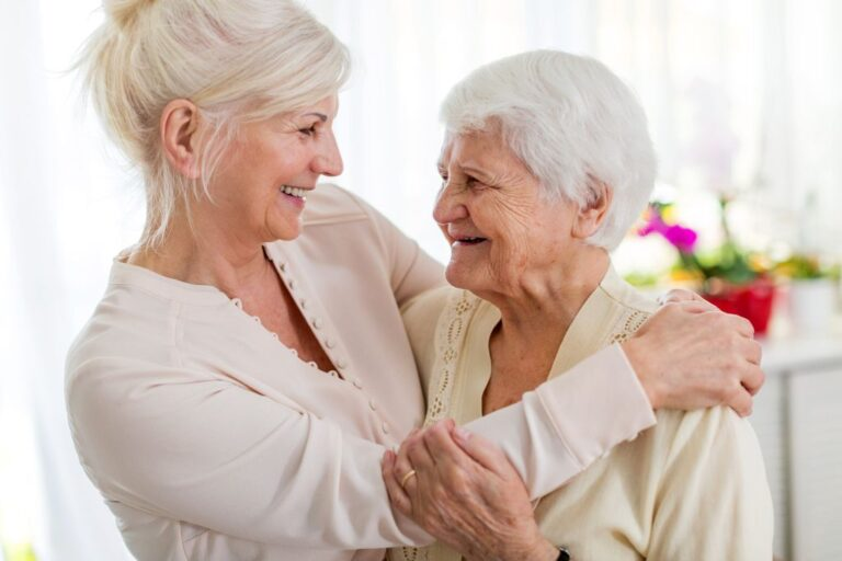 Samotność osób starszych. Jak wspierać seniorów?