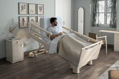 Opieka nad osobą leżącą: jak spersonalizować łóżko rehabilitacyjne?