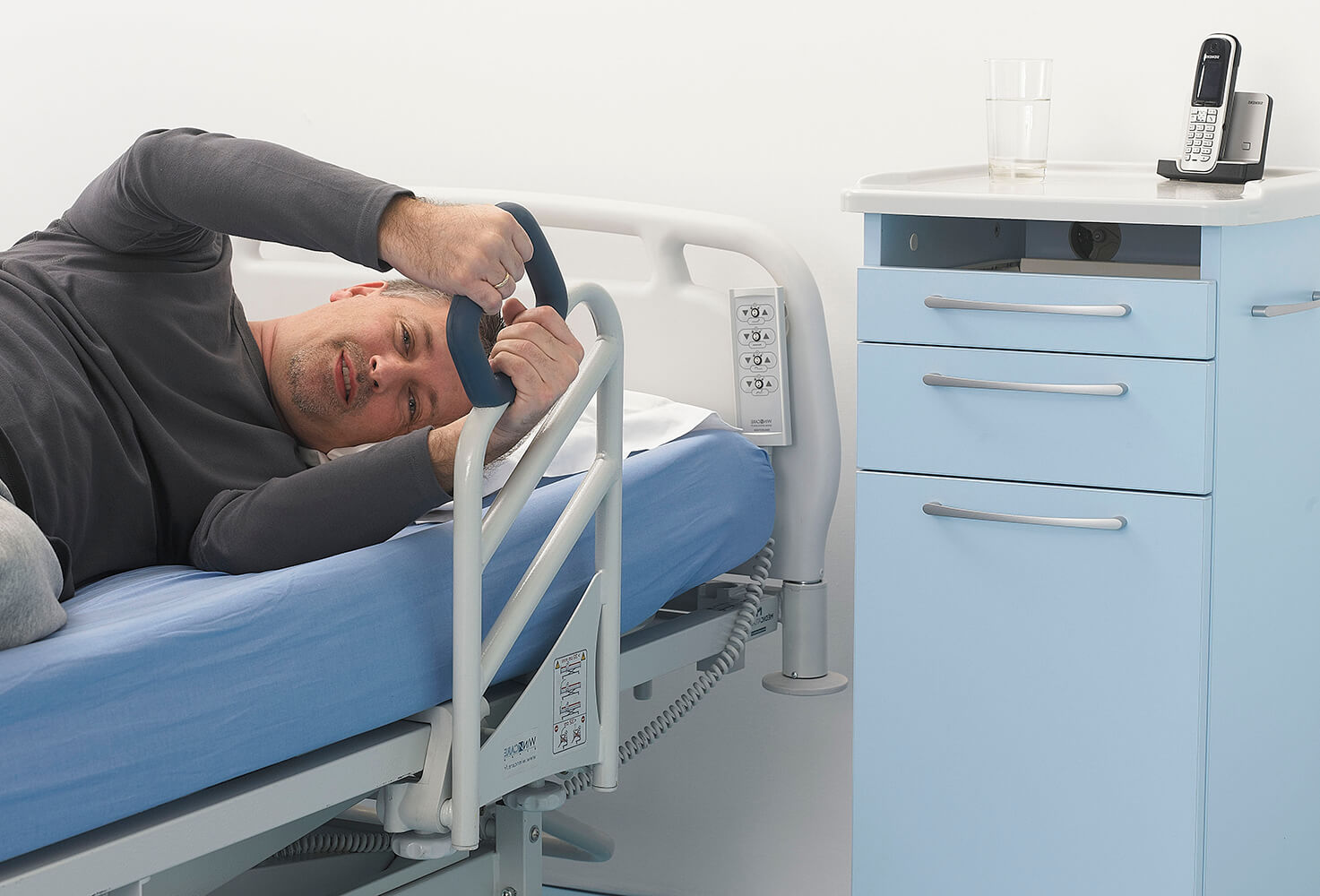 Opieka nadosobą leżącą: jak spersonalizować łóżko rehabilitacyjne?