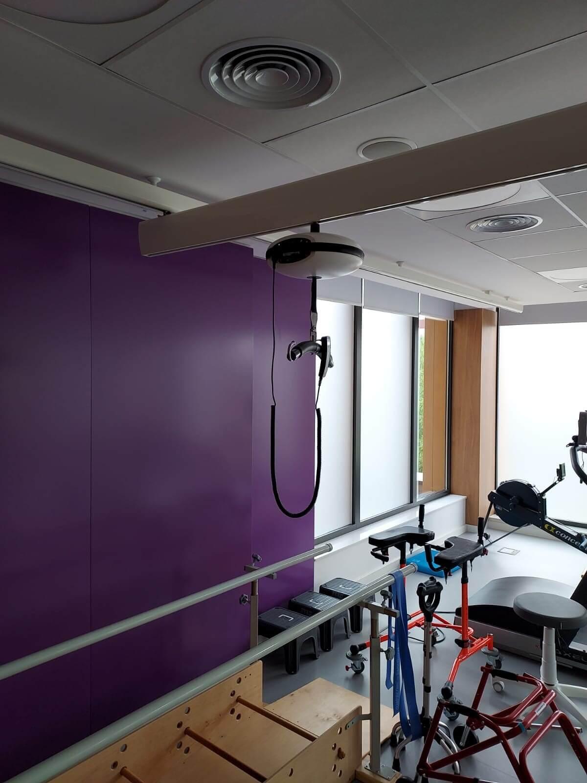 podnośnik na sali rehabilitacji w Paley European Institute