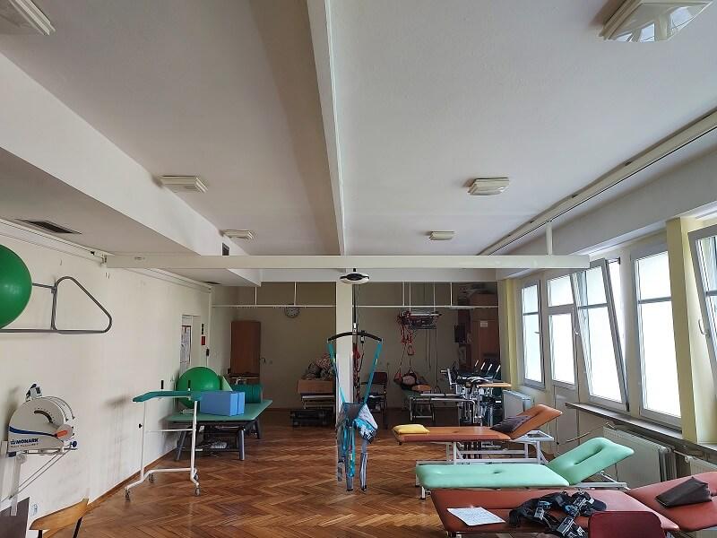 rehabilitacja z podnośnikiem sufitowym